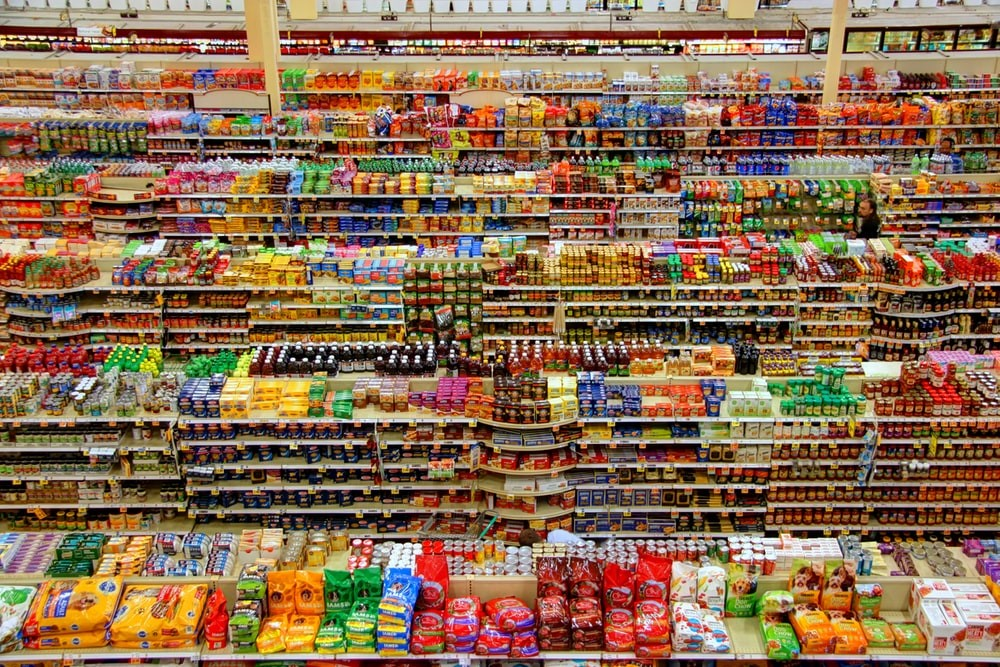 Grocery strore: Shelves full of various products