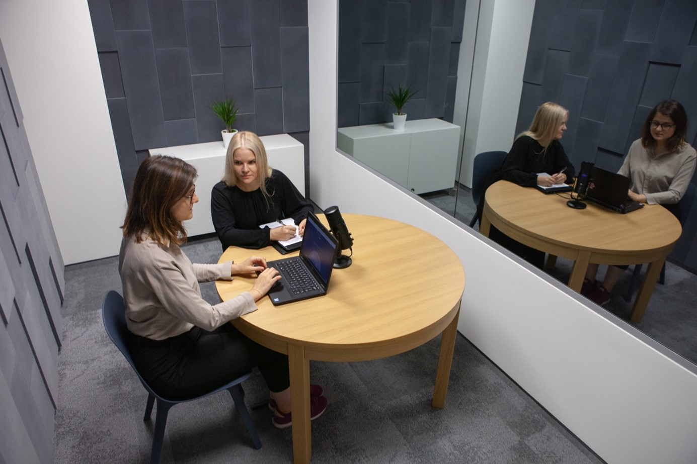 Two women during UX research in laboratory